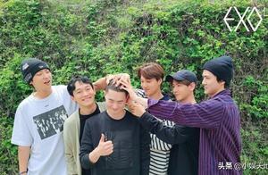 "EXO队长入伍,成员们上演特殊的""摸头杀"",张艺兴发文为其应援"