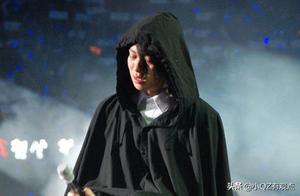 9年前金希澈在演唱会哭到崩溃的背影,终于被一个拥抱所代替