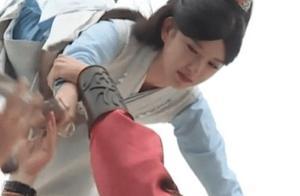 """程潇到底有多""""柔软""""?当陈飞宇举着她吊威亚时,腿放的姿势太难"""