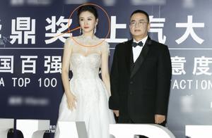 李小冉出席华鼎奖,无精修身材太吸睛,44岁状态简直让人看直眼