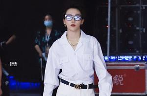 终于知道刘雨昕为什么是时尚宠儿了,撞色搭配太炫酷,气质难复制