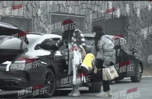 18岁黄明昊开百万车,被爆驾照没过实习期,网友:在圈内不算啥