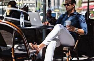 敢穿白裤子的男人都很自信!