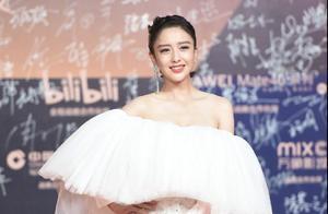 金鸡奖闭幕式红毯大亮点:佟丽娅惊艳,谢霆锋帅气,沈腾骑自行车