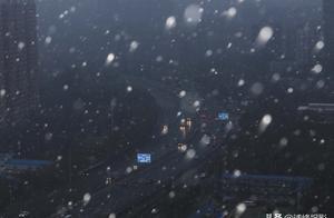 在北京,只有一件事可以让全朋友圈沸腾,那就是:下雪