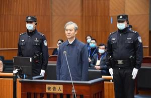 """深夜落马的原副省长受审,最后6年""""收手""""了?"""