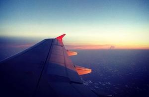 在飞机上看日落也是一种感动