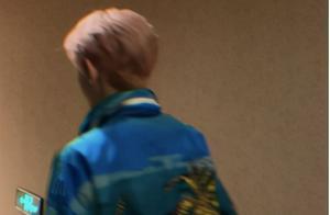 王源粉发造型现身《我的姐姐》首映礼 采访发言走心温暖