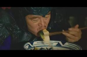 看到赵本山吃油泼面,身为陕西人都馋哭了,这几种人不能吃太亏了