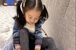 陈赫首晒大女儿正脸照,可爱漂亮像妈妈,邓超评论哪有你得瑟