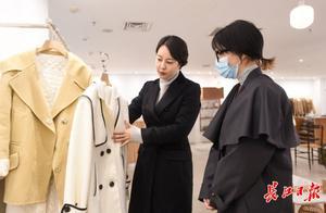在韩国卖出1件衣服在中国就能卖出10件,韩国老板们闯荡汉正街