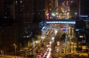 街上的一体化路灯能当电子警察还能当充电桩?这波操作厉害了