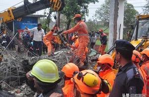 印度火葬场殡仪馆大楼垮塌 致25名送葬人死亡