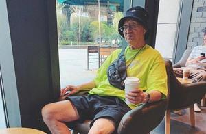 84岁武汉爷爷太时髦成网红,打扮比小伙子更潮,孙子经常蹭衣服穿