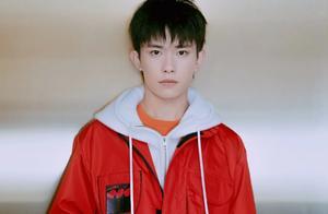 易烊千玺 追梦吧青春,红衣飒爽的少年来啦