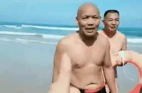 67岁大爷一口气救4个年轻人:怎么才算是硬核老人?