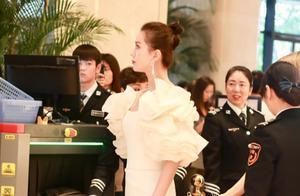金鸡奖后台生图:陶虹看着比赵薇还显小,刘诗诗凭背影就赢了