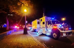 白人男子在街头大开杀戒!用武士刀连斩7人,警察强行开脱:他有病