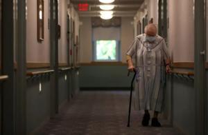 美国一养老院全体住户确诊 近六分之一患者死亡
