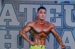 25岁健身小哥,肌肉结实八块腹肌太抢眼,4个动作教你练同款