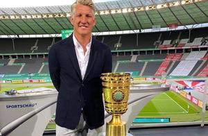 前拜仁慕尼黑球员施魏因施泰格作为解说嘉宾解说德国杯决赛
