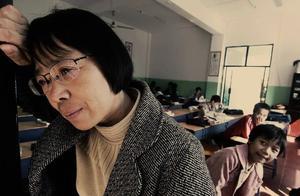 女人抱着一堆钱来捐款,却被张桂梅拒绝:你滚出去!