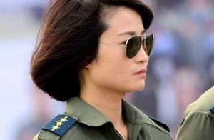 """女飞行员余旭,第一位驾驶""""歼十""""的女性,牺牲后36万群众送行"""