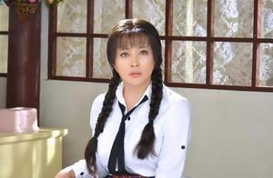 奔60演小姑娘扎双马尾,刘晓庆第一刘嘉玲第二,强行装嫩不可取