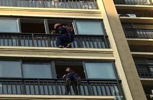 危急瞬间!小女孩欲跳楼轻生,消防员纵身一跃成功将其救下