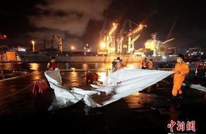 印尼坠机最新进展!现场发现人体遗骸,搜救团队疑似接收到坠毁飞机黑匣子信号