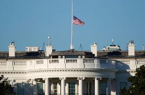 广受批评后,特朗普下令降半旗向美国会事件死亡警察致敬