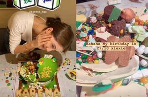 吴千语晒自拍照庆生,参加4天派对吃8个蛋糕,梨涡浅笑与闺蜜同框