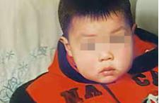 男童车祸后被抛荒野21年下落不明,嫌疑人未定罪,母亲:找到孩子,才有个哭的地方