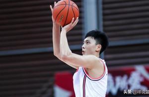 32+6变广东男篮大腿,胡明轩9记三分创纪录,杜锋没看错他