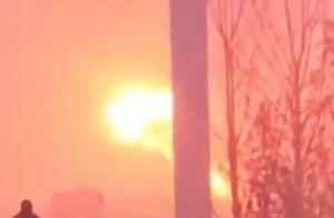 陕西高速上40多辆车相撞,火光冲天多人被困,目前还在救援中