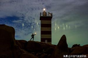 """罕见!福建平潭夜空突现大量彩色""""光点"""",是不是外星飞船降落?"""