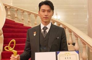 玄彬拿奖了,单身赴会身边没有女主角,38岁再次迫降亚洲粉丝心