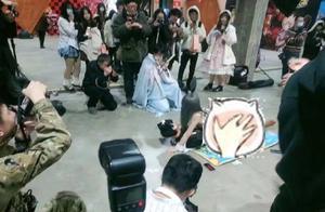 哈尔滨漫展cos兔女郎摆不雅照,麻衣学姐形象被毁,她还怼人
