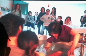 Ella陈嘉桦首公开顺产过程,十几人围观陪产,俩闺蜜哭到失控