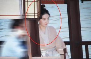 《梦华录》再传路透,陈晓刘亦菲牵手照,女方粉衣造型仙女本人