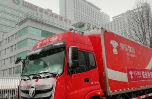 京东超市向武汉定点医院捐赠2000套女性护理组合