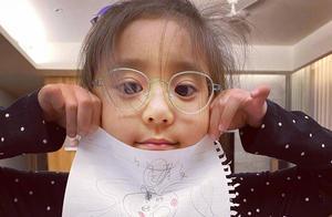 贾静雯5岁女儿查出先天弱视,小小年纪就要戴眼镜,好在颜值依旧
