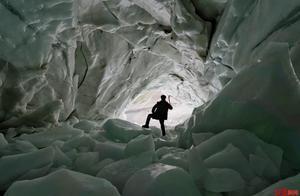 """消失在冰川里的""""冰川哥"""":为拍最好画面坠落冰瀑 弟弟说他追求完美"""
