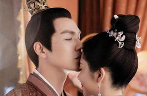 46岁钟汉良与小16岁谭松韵演情侣,额头吻好甜,网友:配一脸