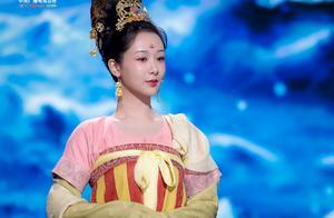 """杨紫""""文成公主""""造型曝光,见到观众评价,《青簪行》口碑稳了"""
