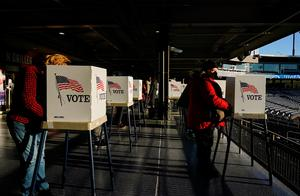 全美1340万选民可在大选日登记投票左右选情 特朗普拜登竞逐