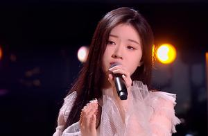 中国好声音:唱歌中哭的单依纯和表演后哭的潘虹,高下立分