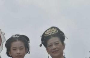 穿古汉服古唐汉装的奶奶和孙女,娉袅温润,自然亲和,美醉啦!