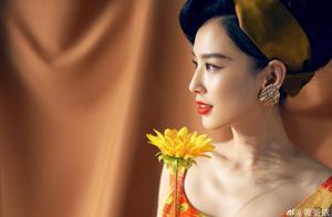 黄圣依晒黄色复古写真,穿起短裙身材超好,意外撞脸刘亦菲