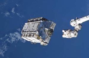 国际空间站释放2.9吨太空垃圾,2-4年后进入地球大气层燃烧